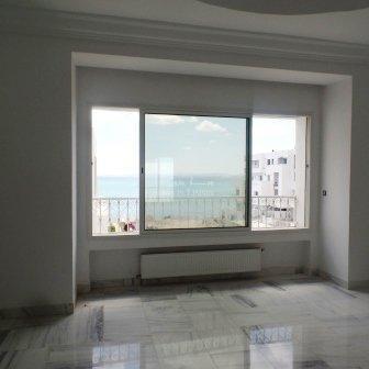 Superbe appartement S+3 pied dans l'eau vue mer