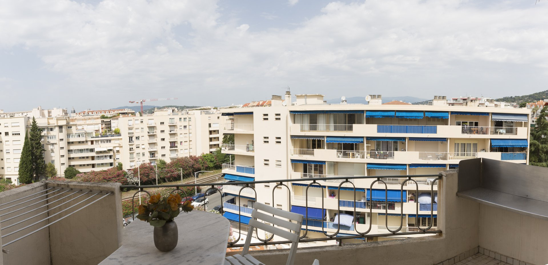 Cannes Basse-Californie : 2 bed with terrace and open views near the Croisette