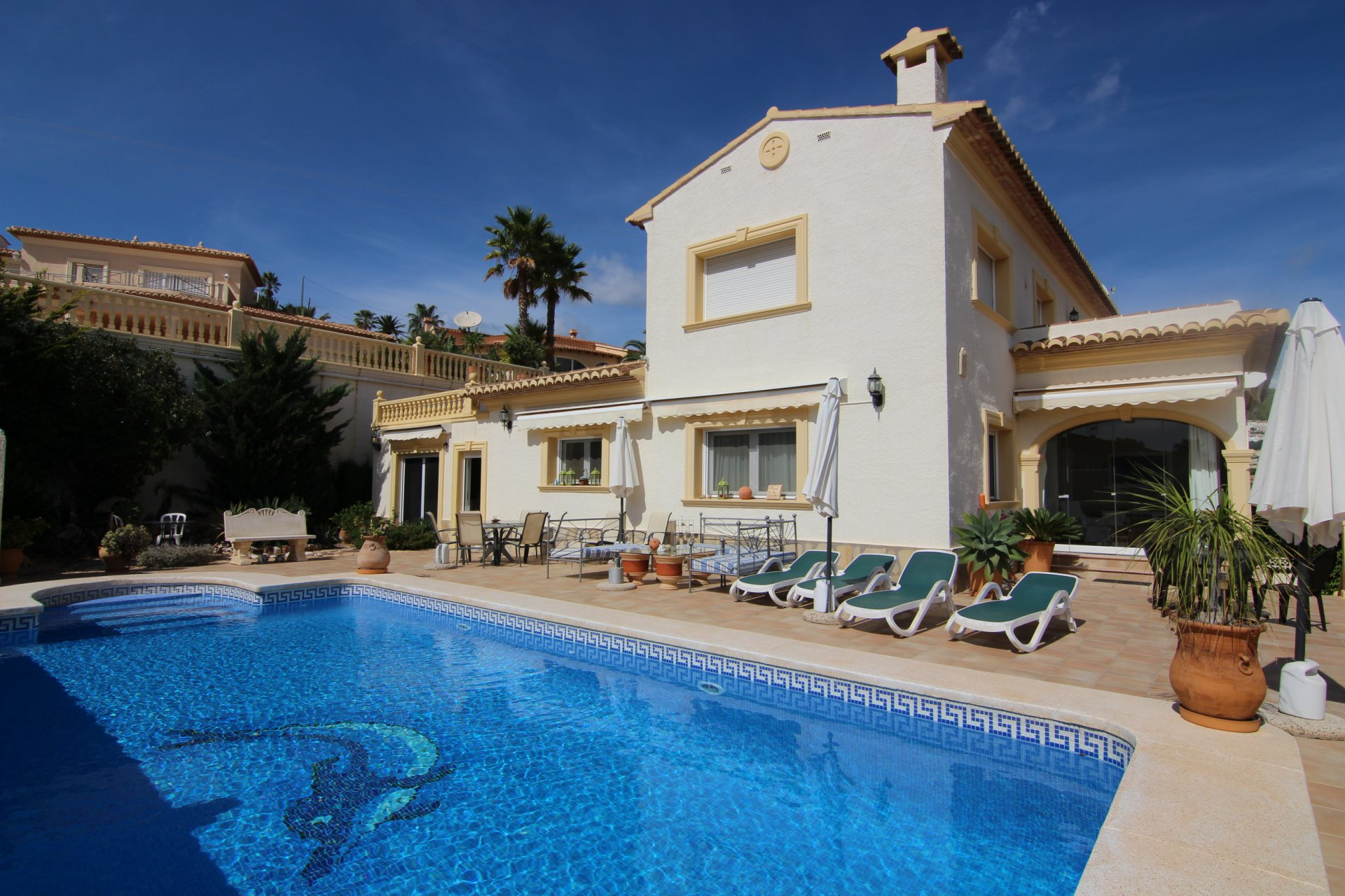 Excellent villa with 4 bedrooms and stunning sea views