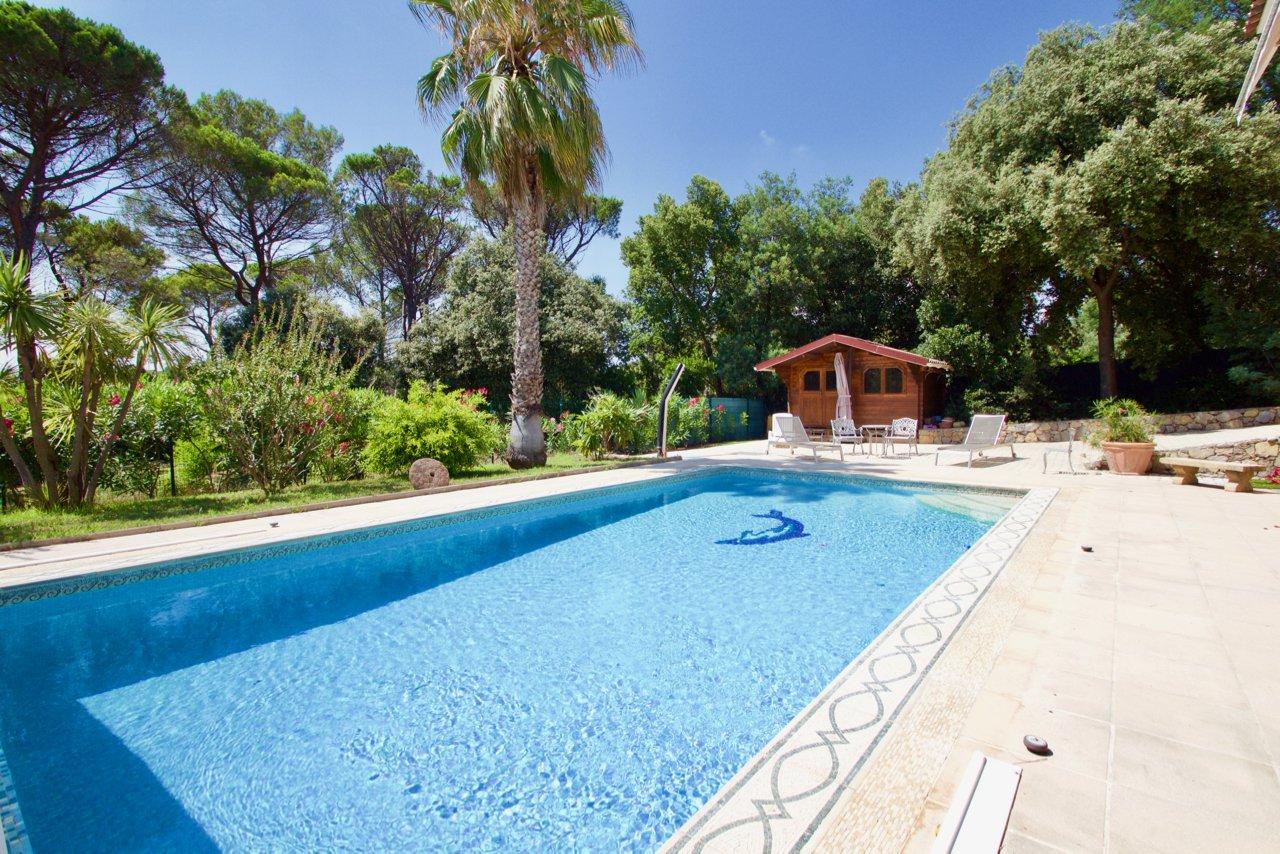 Saint Raphaël – Spacieuse villa (300m²) dans un quartier résidentiel