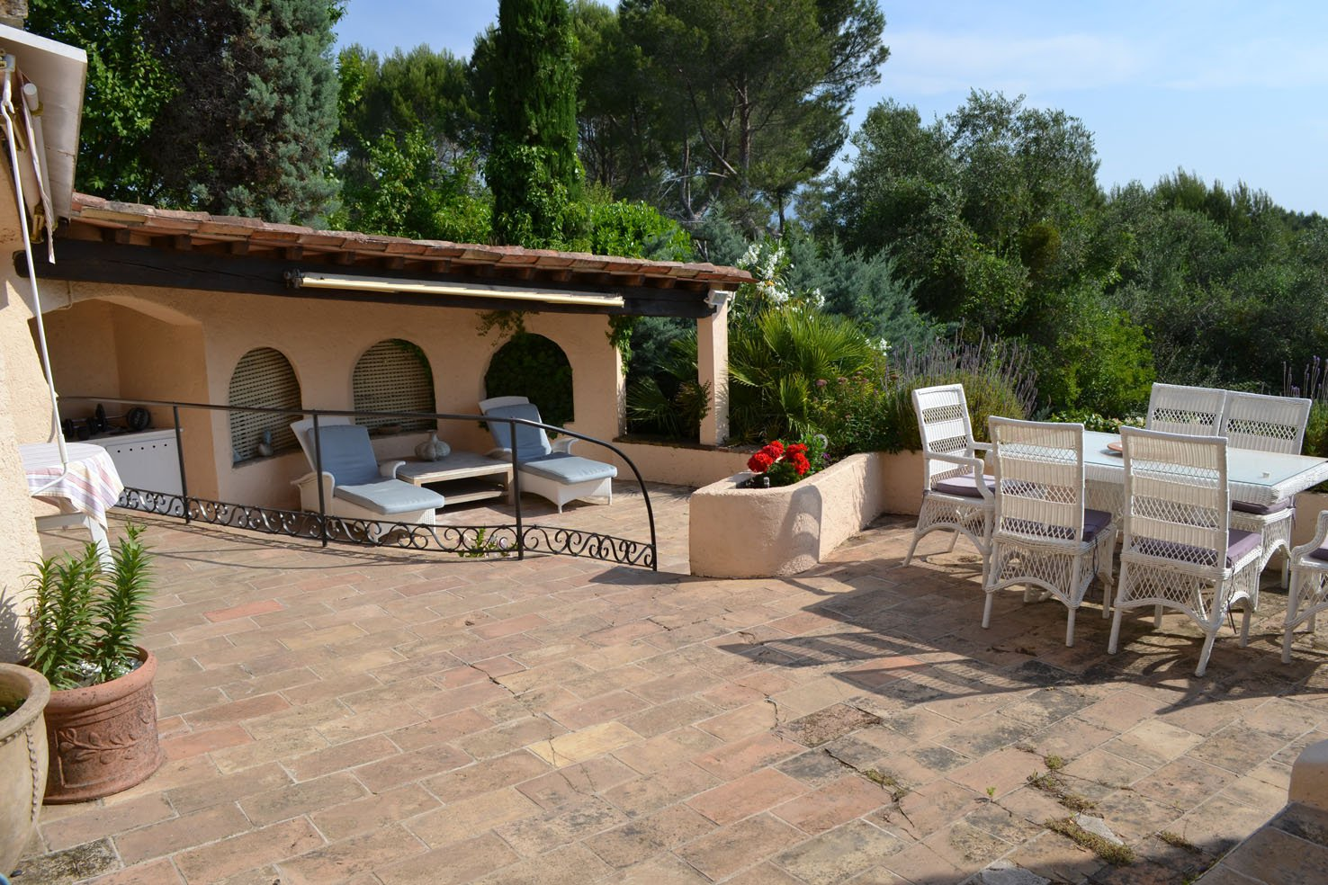 Charming independent 3 bedroom property - Castellaras for sale