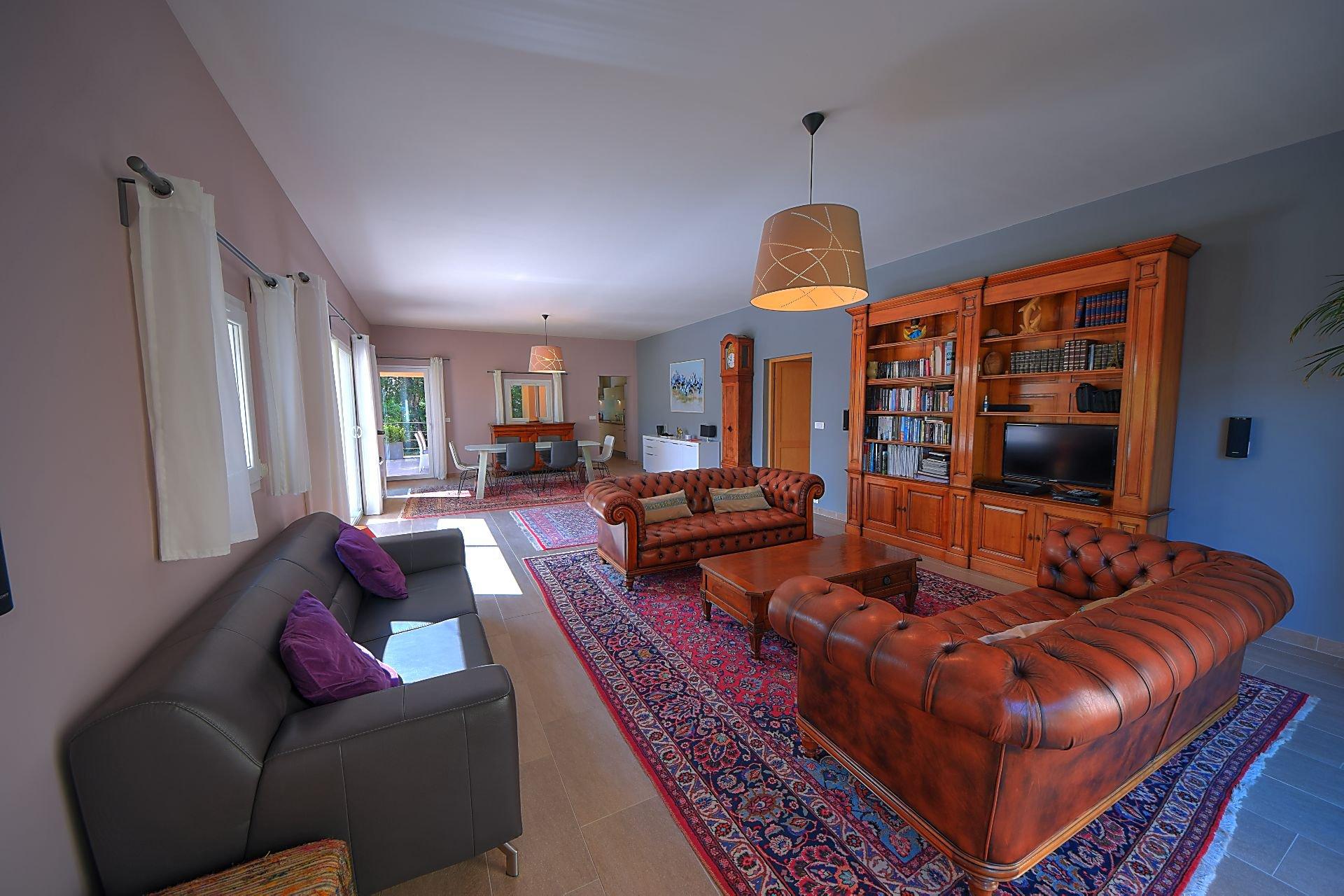 Cotignac, Villa de 200m² avec piscine et terrasses
