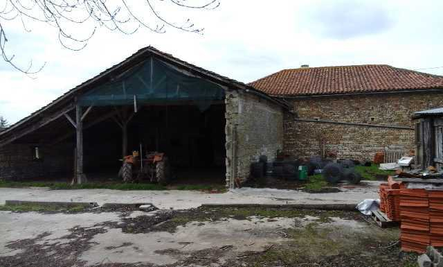 Old farm building - Between Valence and Champagne-Mouton