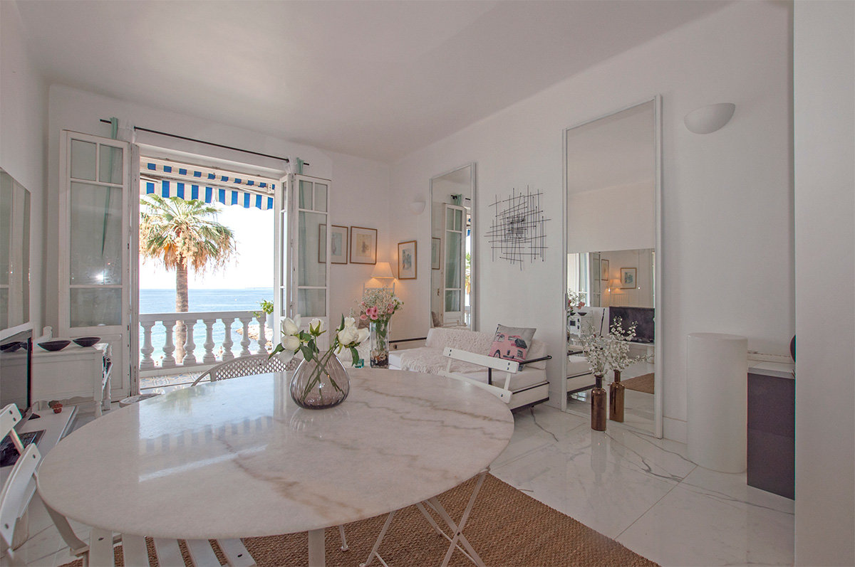 Bright and airy, sea front property in Juan les Pins for sale