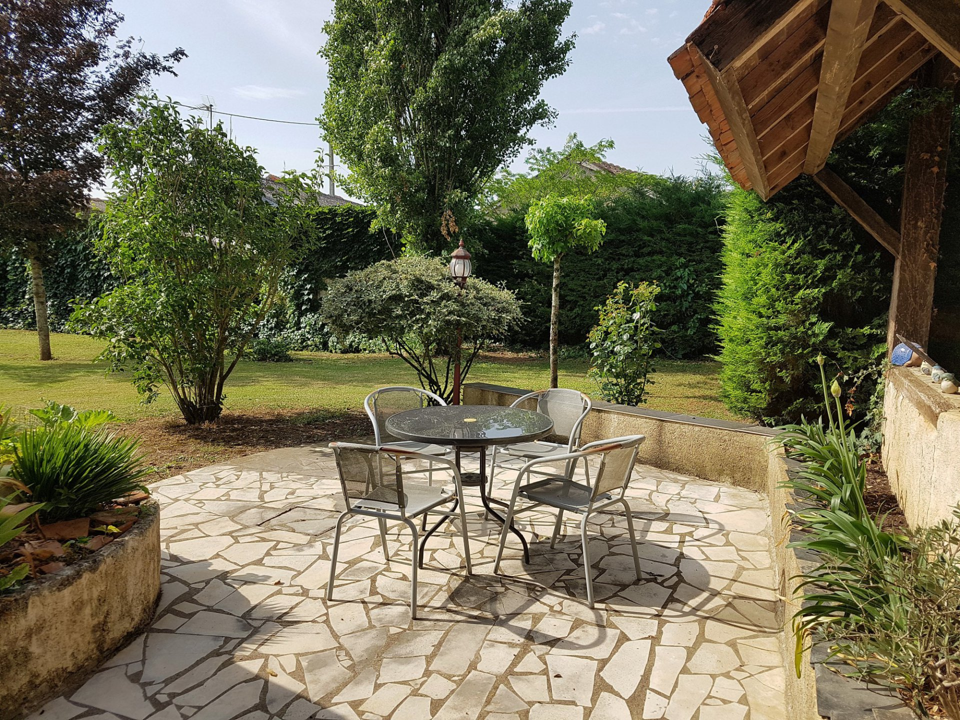 St. Savin, Vienne 86: propriété avec cour et jardin/terrain