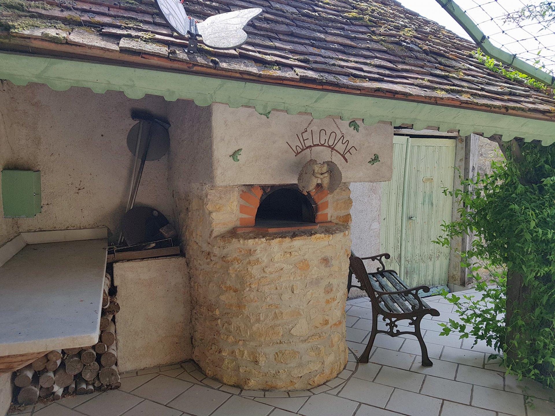 St Savin, Vienne 86: landgoed met binnenplaats en tuin/land