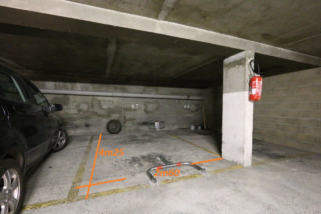 PARKING - RUE CHARLES FOURIER