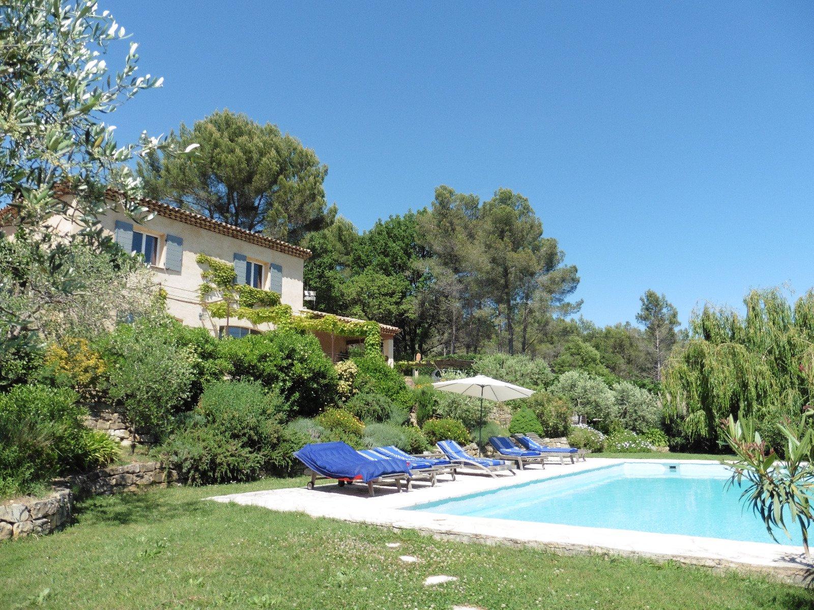 Sulla Costa Azzurra, villa vista mare, piscina, vicino alla Valbonne e Sophia Antipolis.