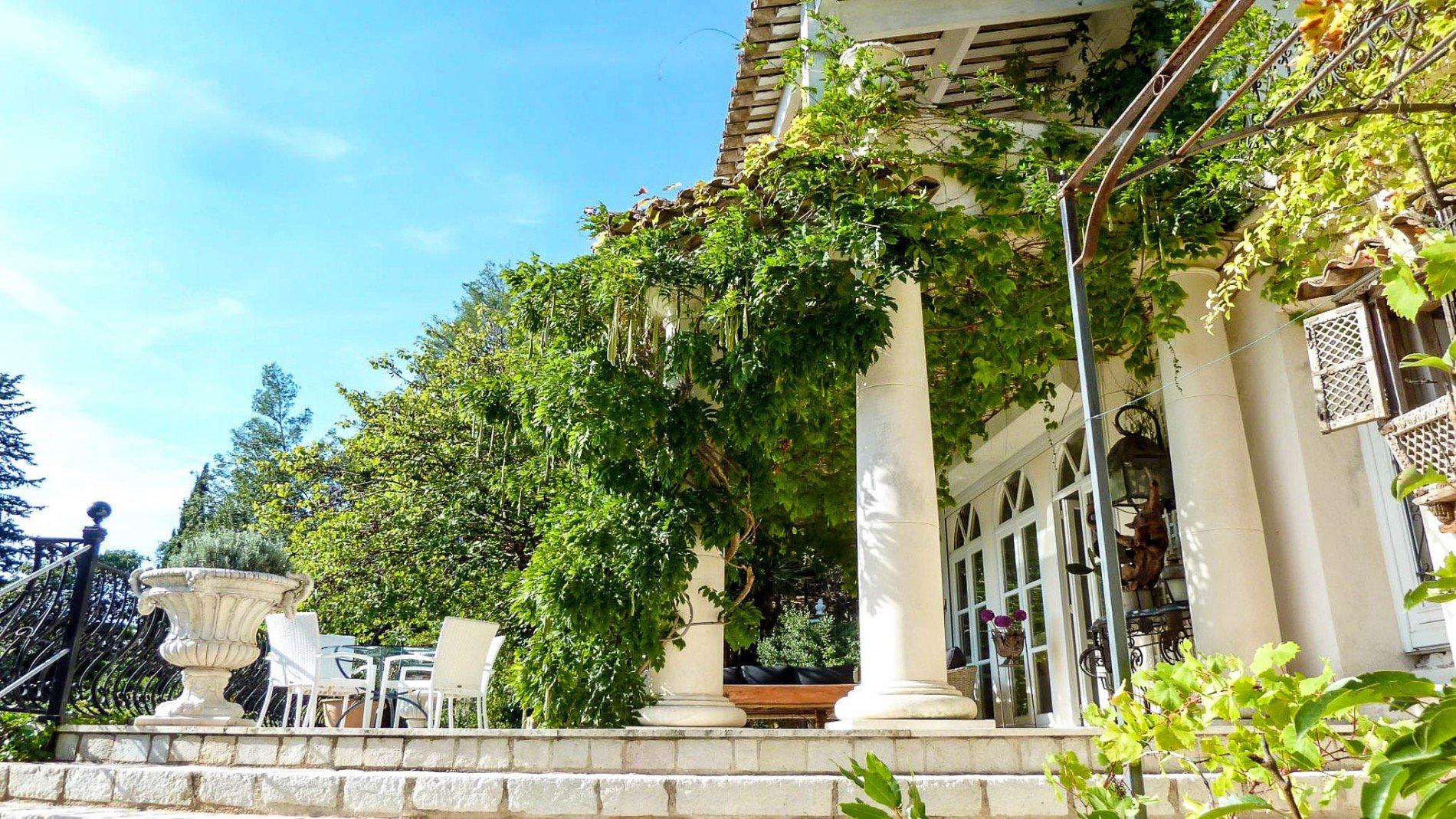 Villa Mare panoramica, stile coloniale tranquilla, 7 camere, grande terreno, piscina, zona residenziale