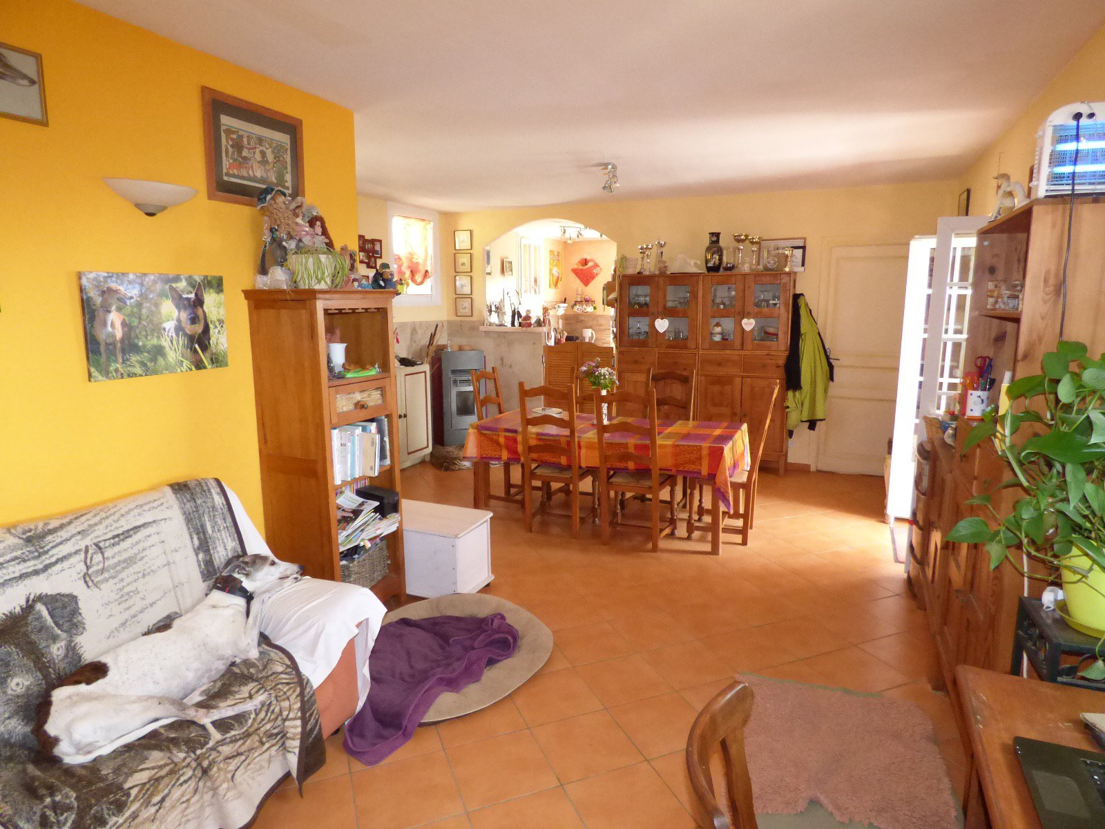 Downtown, studio with kitchenette and shower room, first floor of a ...