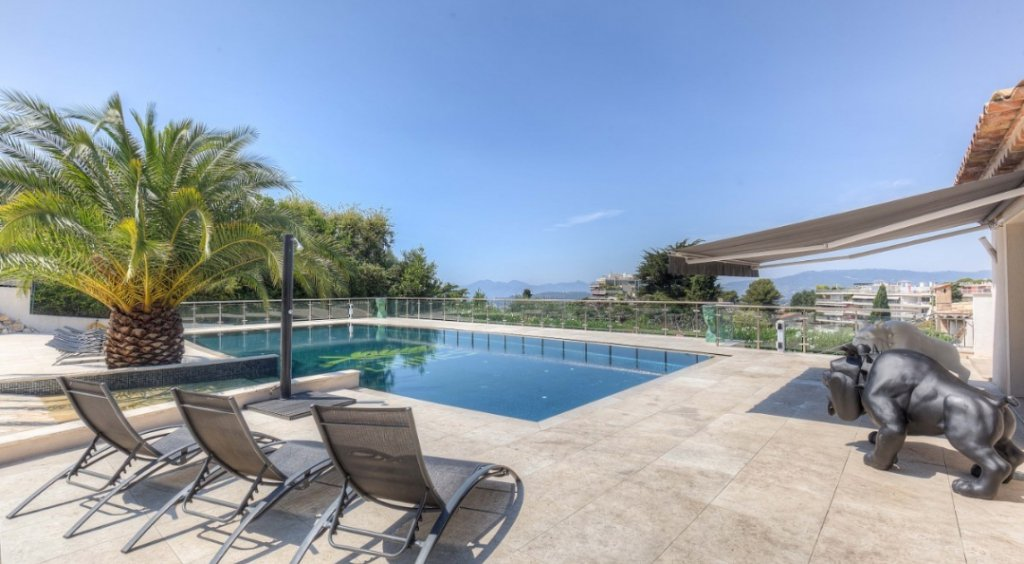 ON THE COTE D AZUR, CANNES MAGNIFICENT VILLA OF 450m2 WITH SWIMMING POOL SEA VIEW