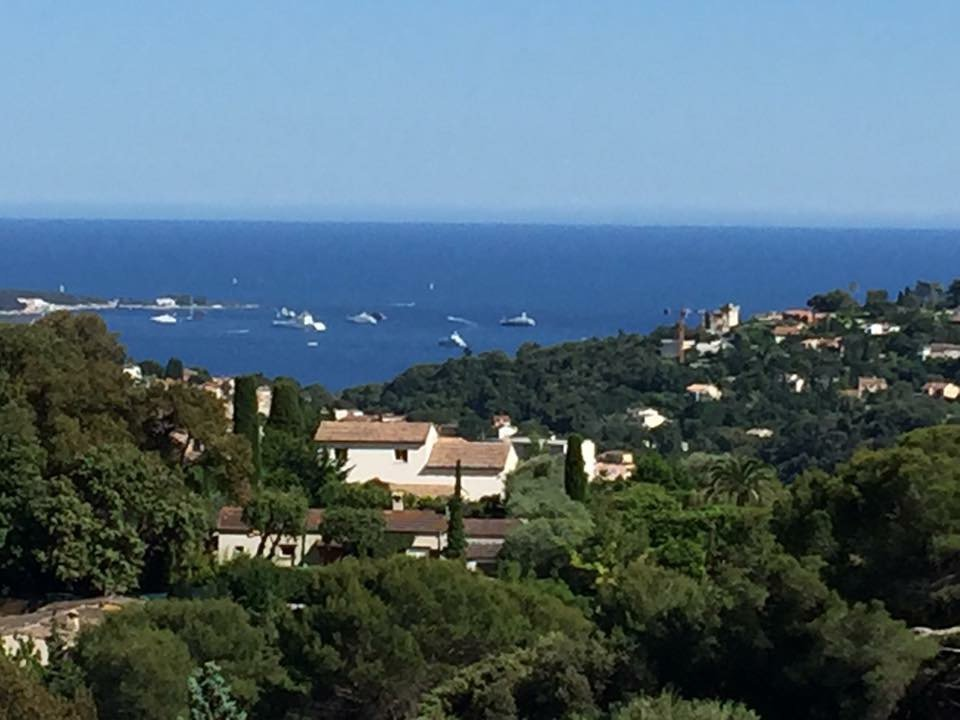 On the French Riviera Vallauris 2 Individual villas with sea view
