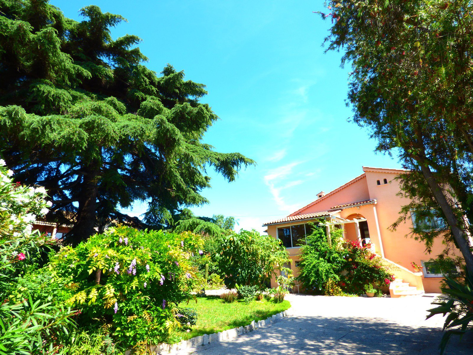 House for sale, sea view, quiet with panoramic views of the castle of Cagnes sur Mer