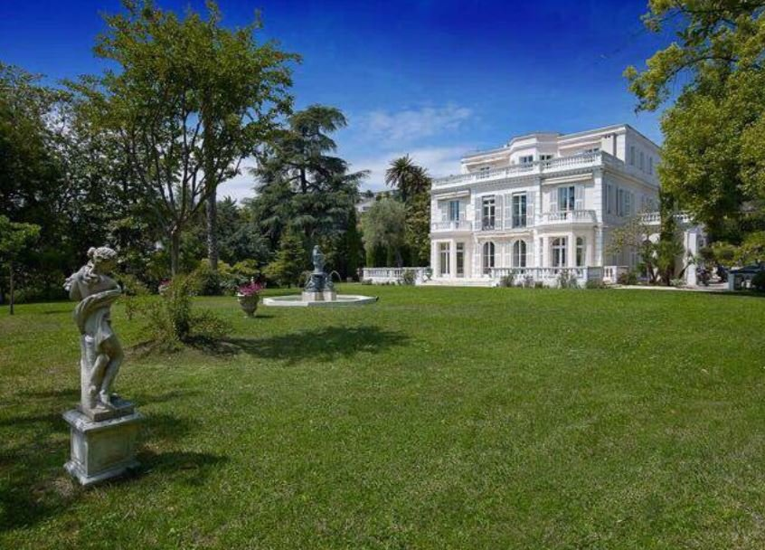 PRESTIGIOUS MANSION CLOSE TO THE SEA