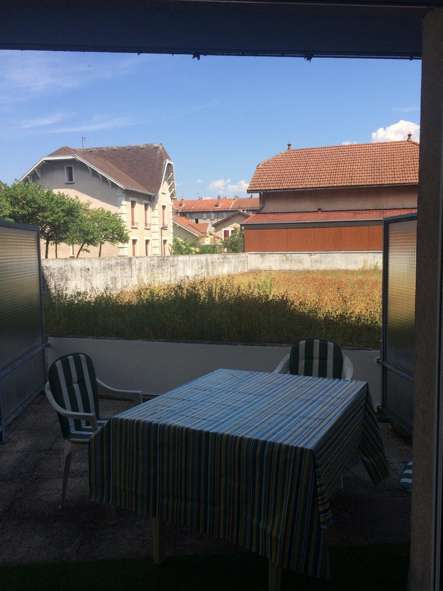 STUDIO + Terrasse   (Ave.J.Perrot/Albert 1er Belgique)