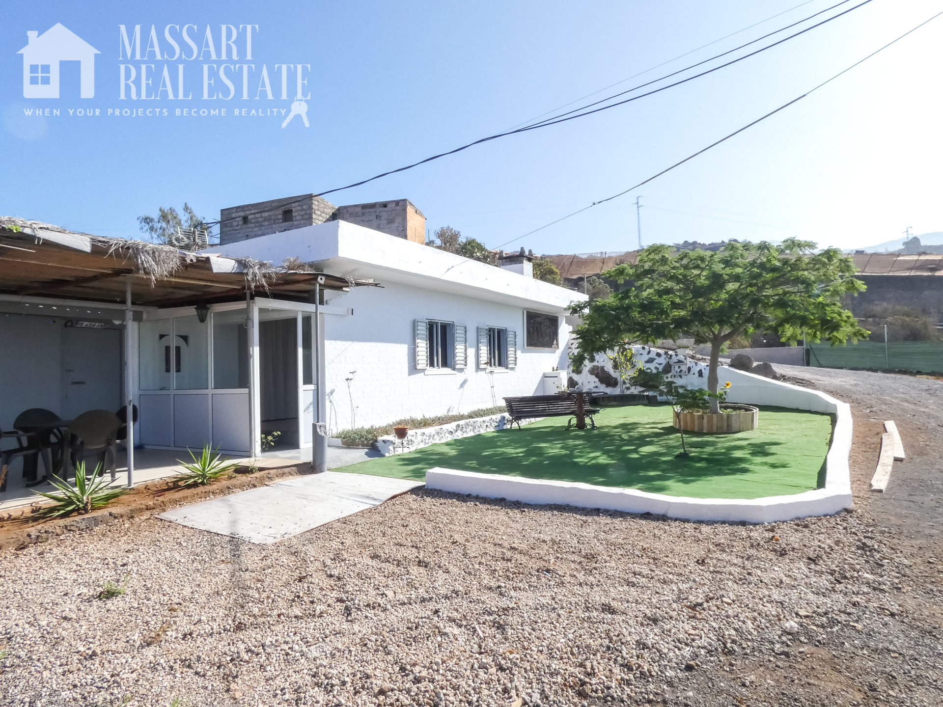 Finca located on a plot of 6500 m2 in the upper part of Playa San Juan (Guía de Isora) with panoramic views of the southern coast.