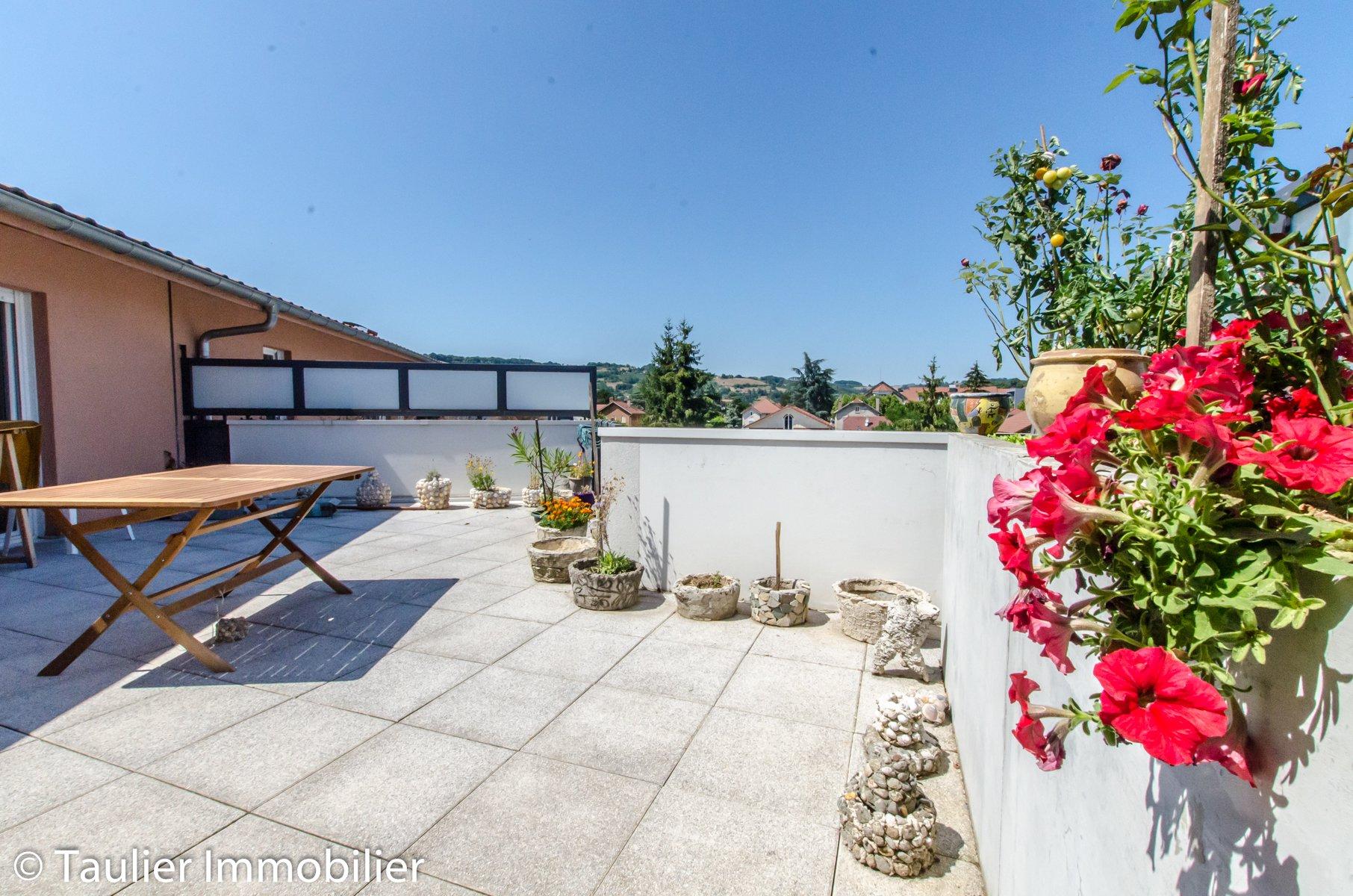 T4, 77m² avec terrasse