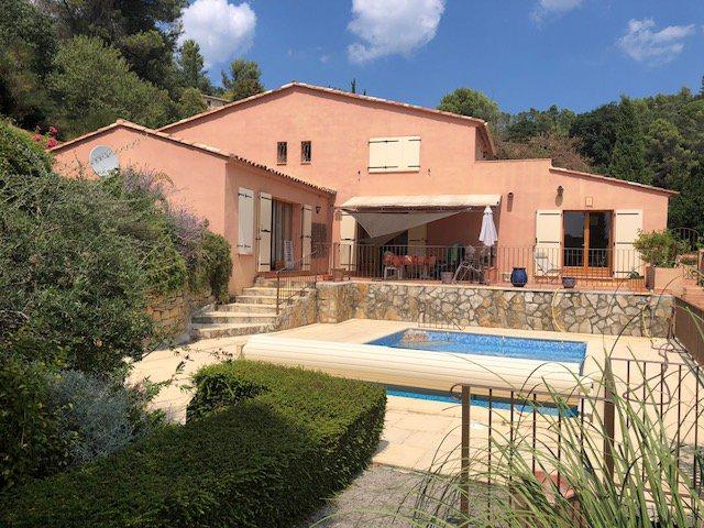 COTIGNAC Belle maison avec vue magnifique à pied du village