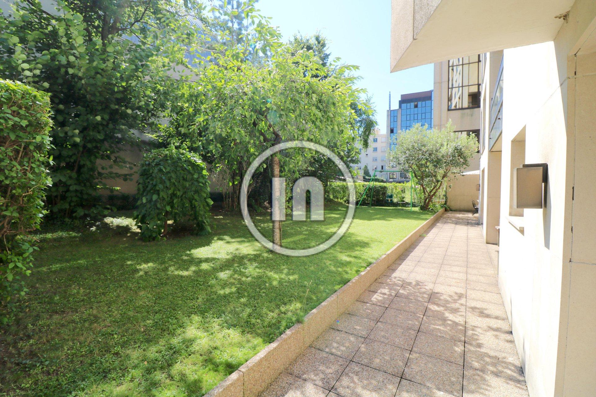 Duplex exceptionnel avec 300 m2 de jardin- terrasses, 2 ...