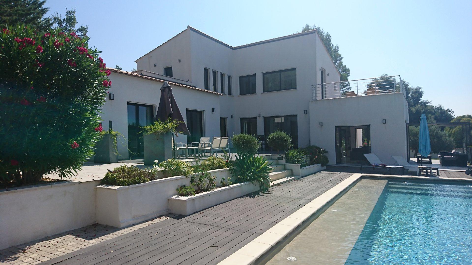 LORGUES MODERN HOUSE SETS ON 4080 M²