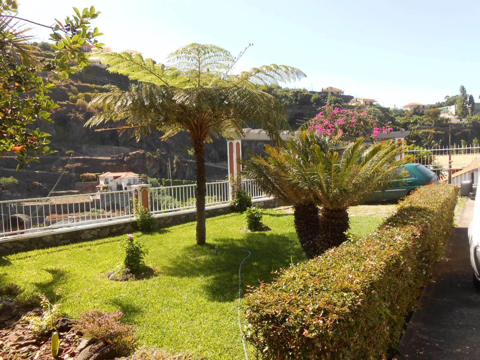Big T5 House of 215 m2 on 1.815 m2 of Land with an Amazing Ocean and Mountains View. Ponta do Sol