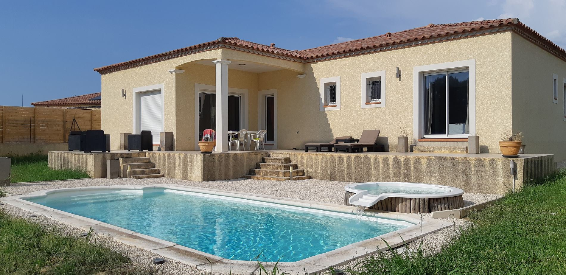Modern villa with pool and garden in a lovely village close to Narbonne