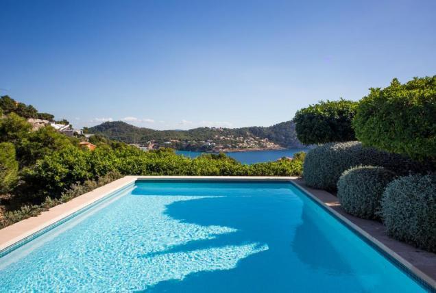 Sale Villa - Es Camp de Mar - Spain