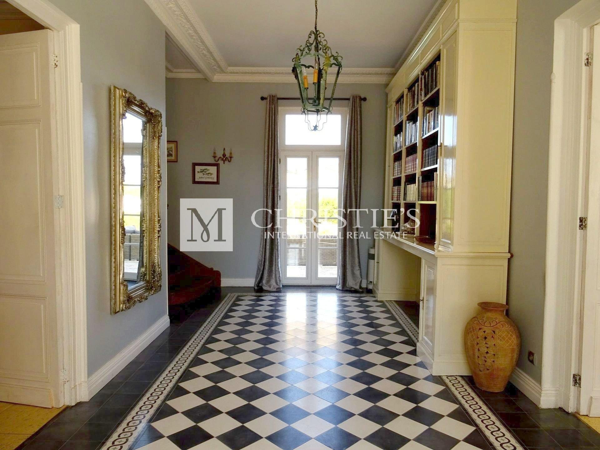 Large family house near Saint Emilion with 70 hectares of land