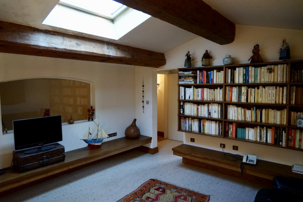 Mezzanine - TV and Reading Room