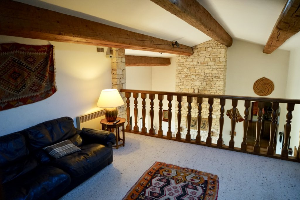 Mezzanine - Reading and TV Room