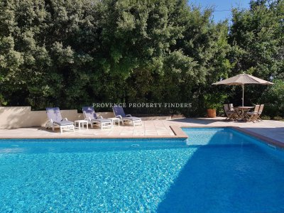 Villa of almost 120m2 with pool.