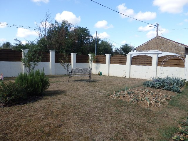 For Sale House with Garden and Garage in Millac – Vienne