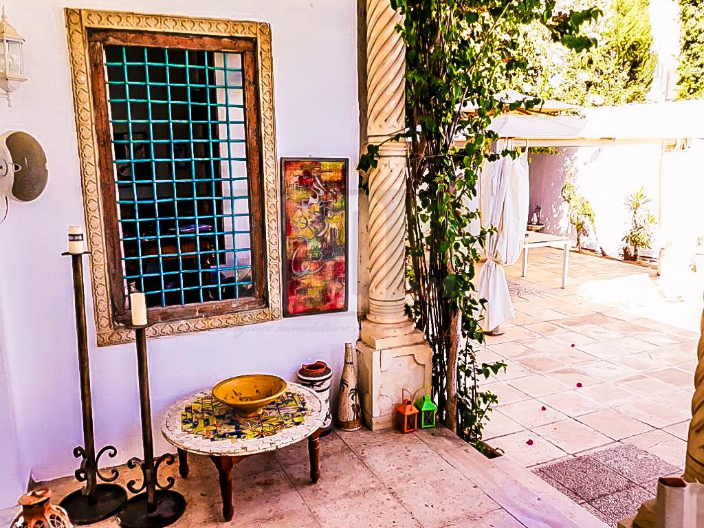 Vente villa S+5 avec piscine à Chotrana 3