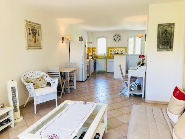 Lorgues village apartment of almost 85m2.