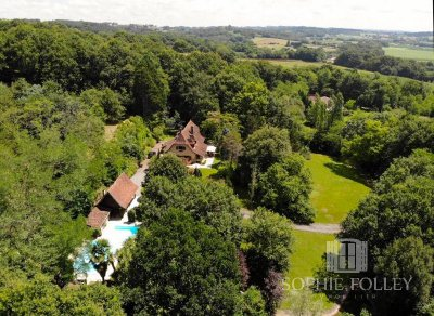 Stunning Néo-Béarnaise property with pool, lake and 1.35 hectares of land