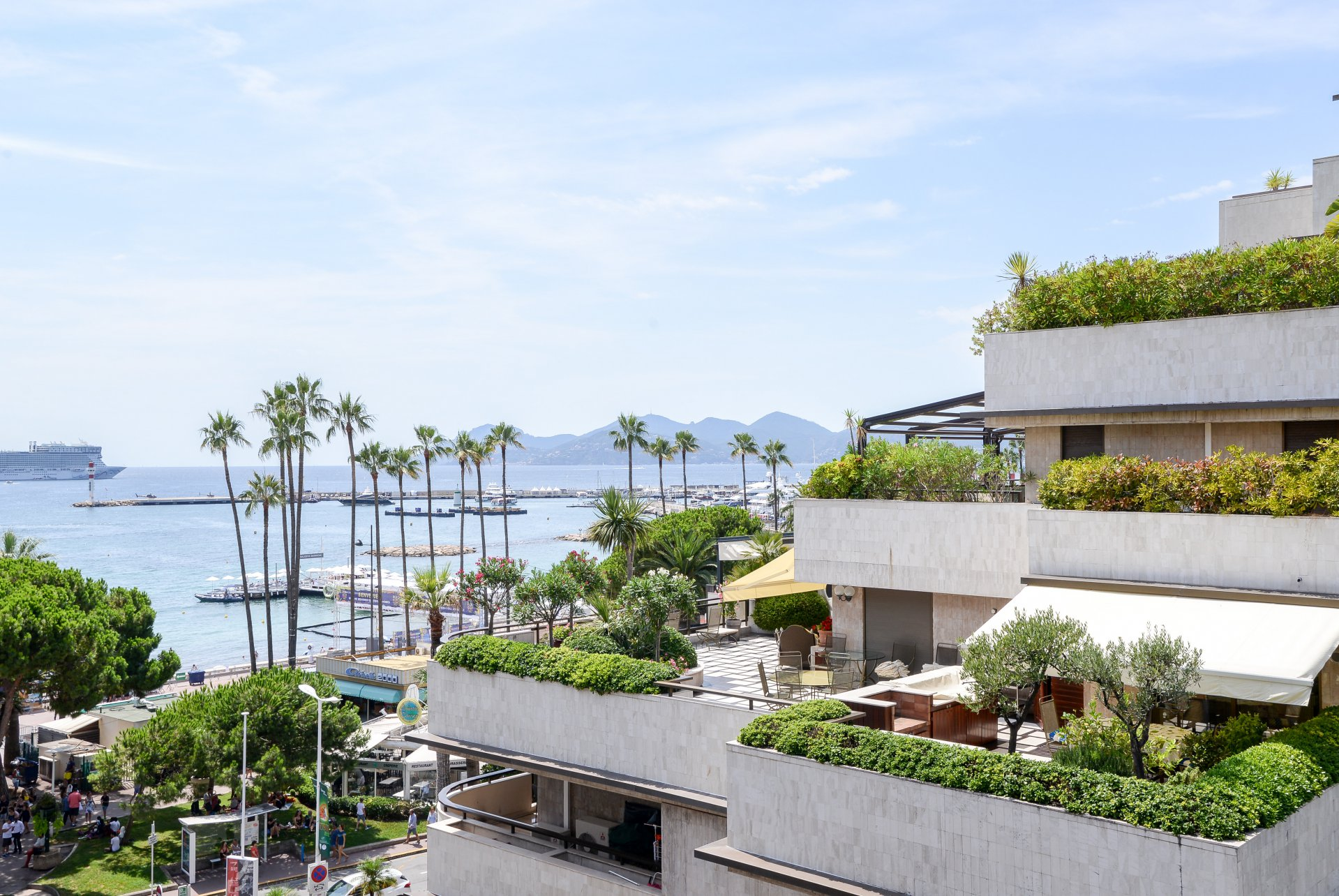 APPARTEMENT CONTEMPORAIN - CANNES