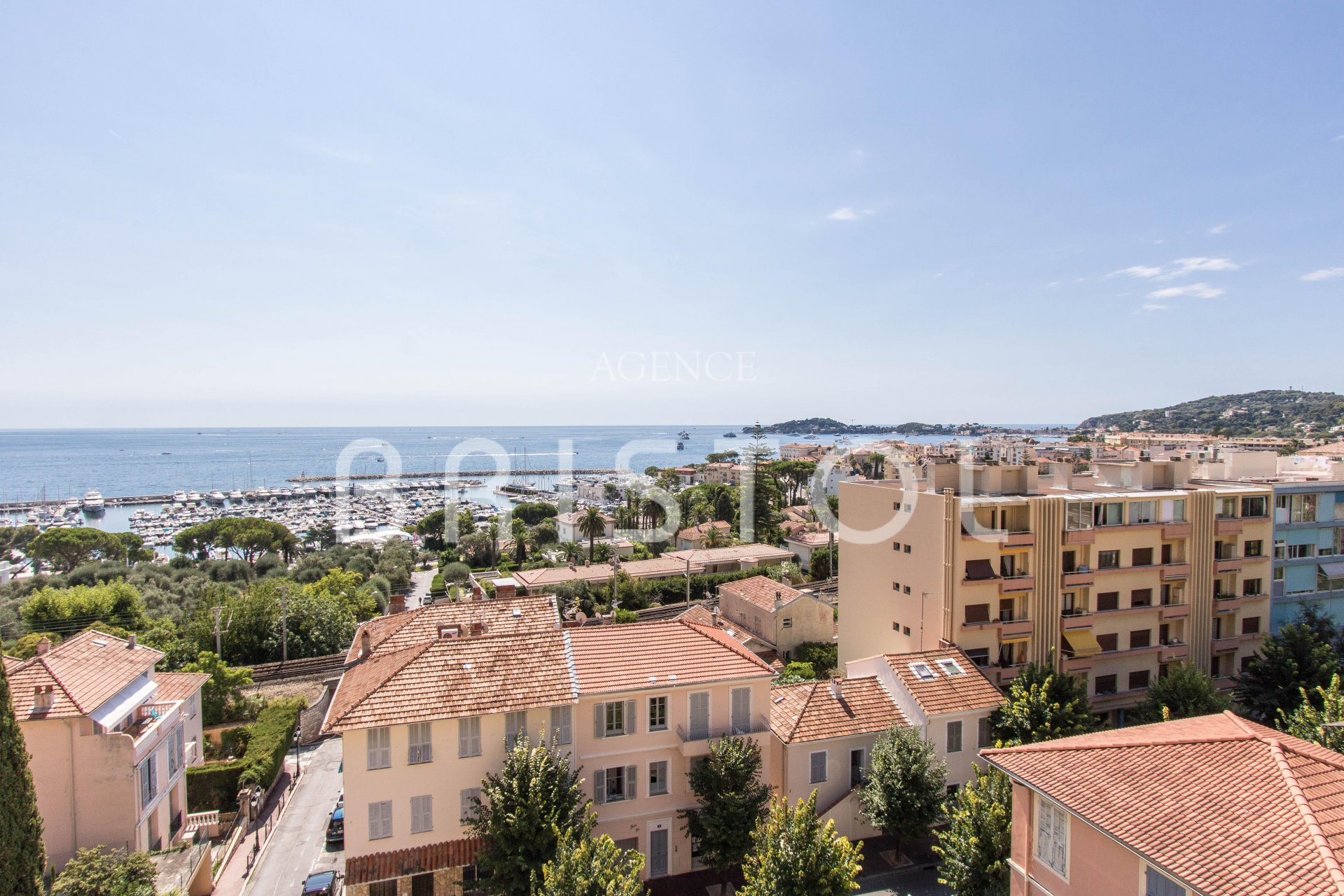 For sale - 2 bedrooms apartment on top floor with panoramic sea view