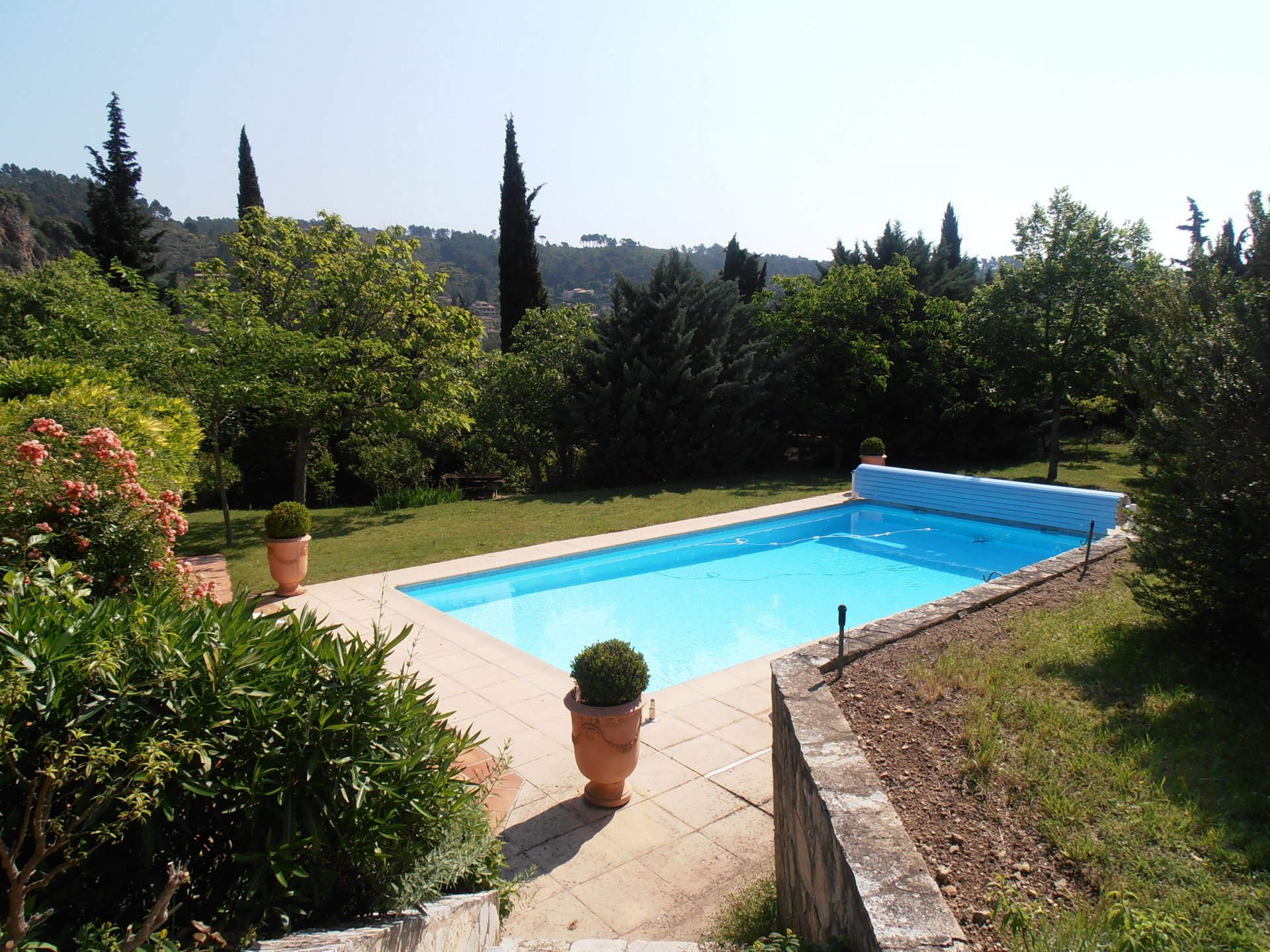 In the village of Cotignac, views, calm, 5 bedrooms and pool