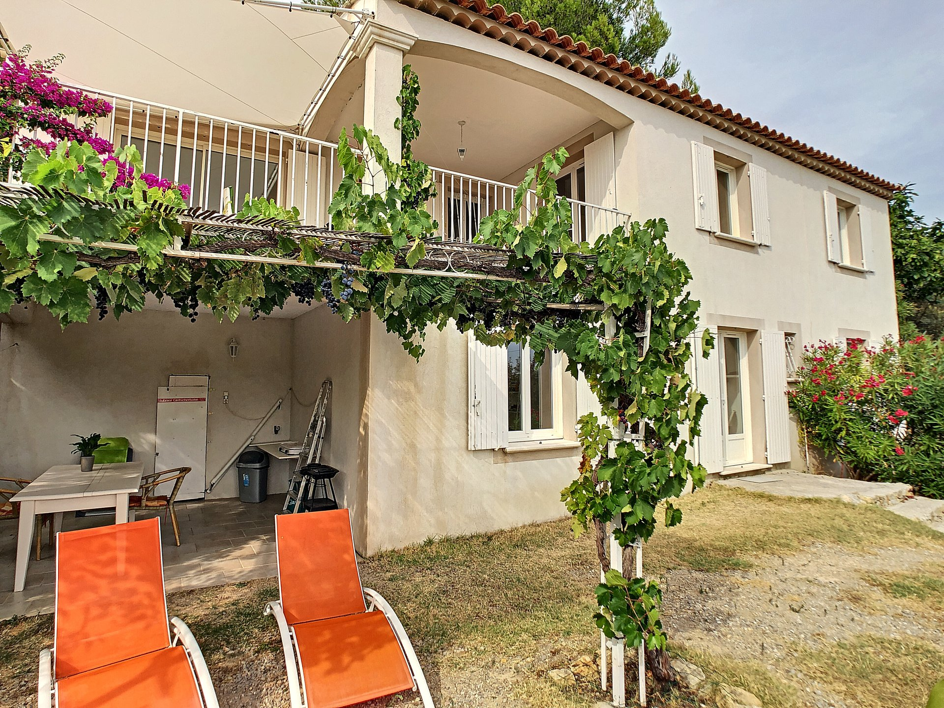 SOLE AGENT walking distance from the village, lovely with separate apartment, magnificent view