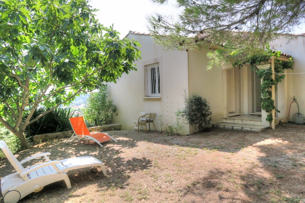 Walking distance from the village, lovely with separate apartment, magnificent view