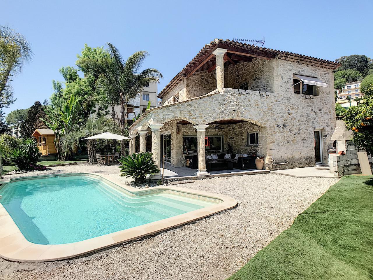 Villa en excellente état avec piscine - Villeneuve-Loubet