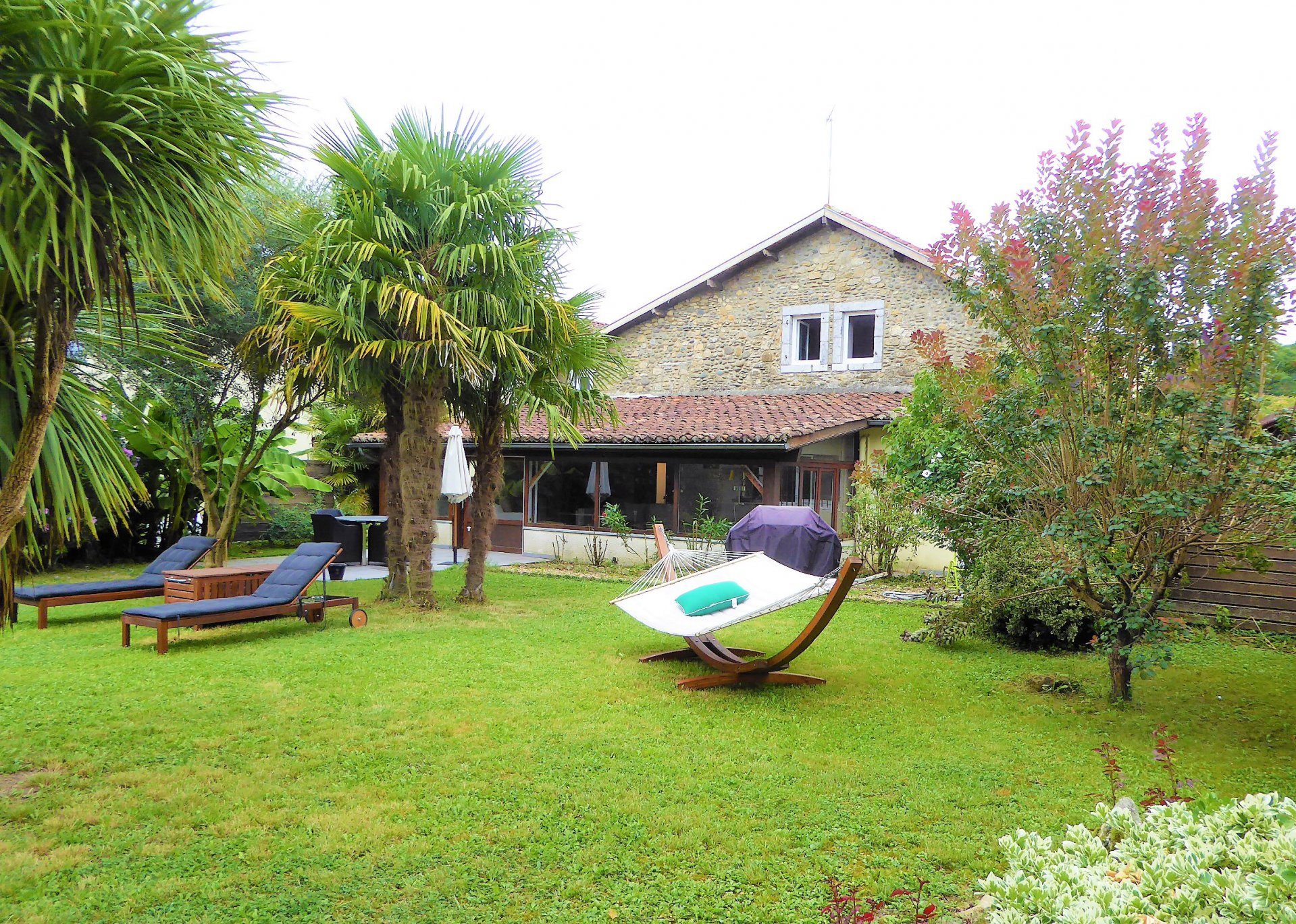 NEAR SALIES DE BEARN- Large Béarnaise village house in excellent condition with 2500m² of garden
