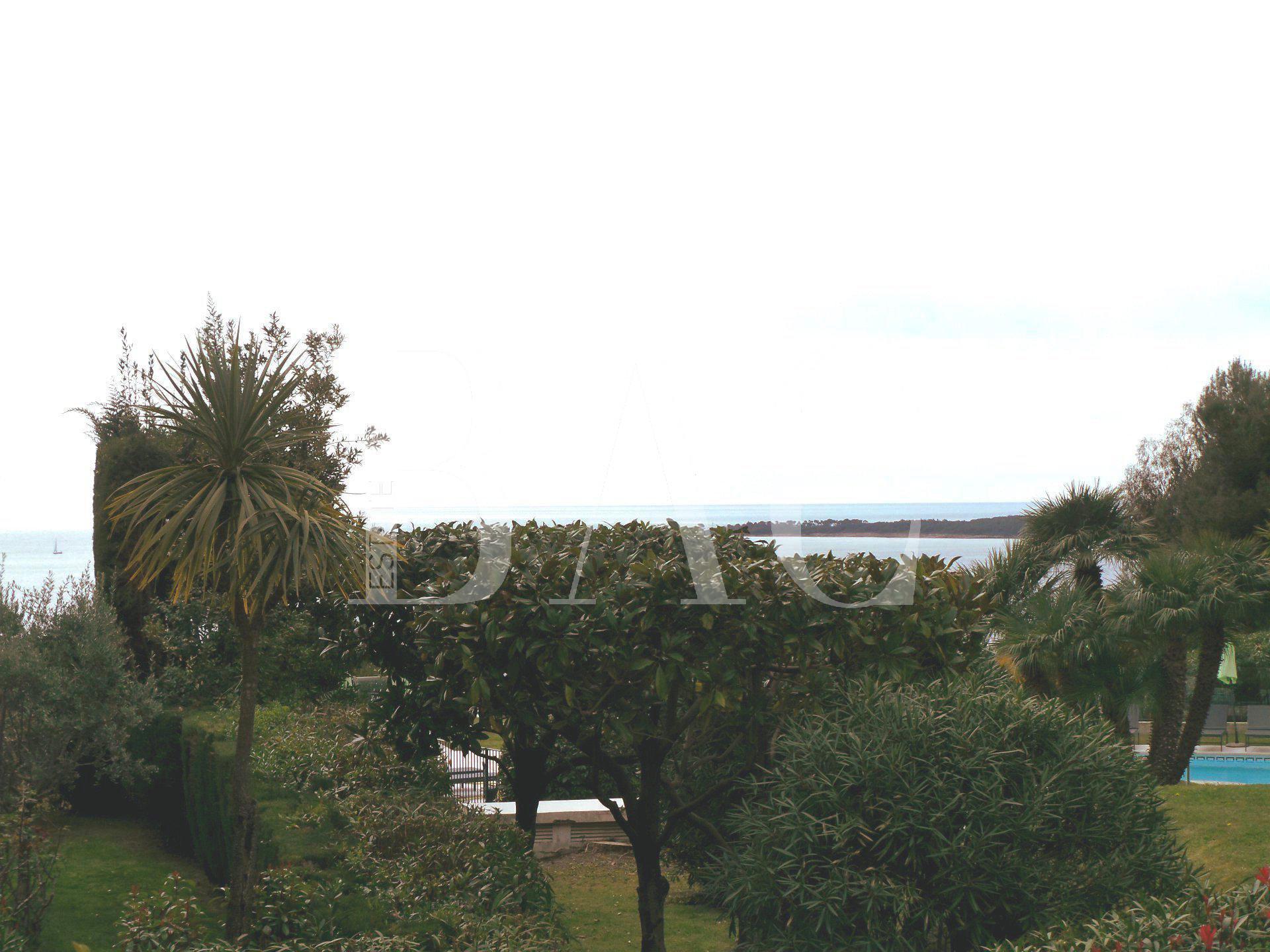 Agréable rez de jardin à 600 mètres de la mer