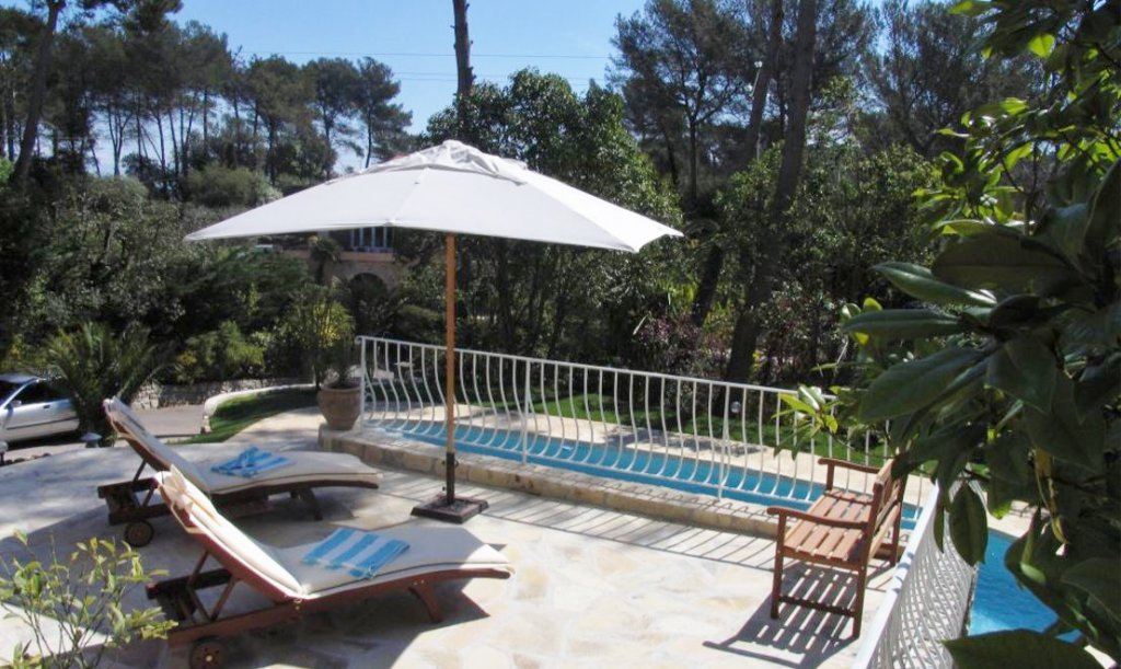 PROVENCAL VILLA IN A DOMAIN -YEARLY RENTAL