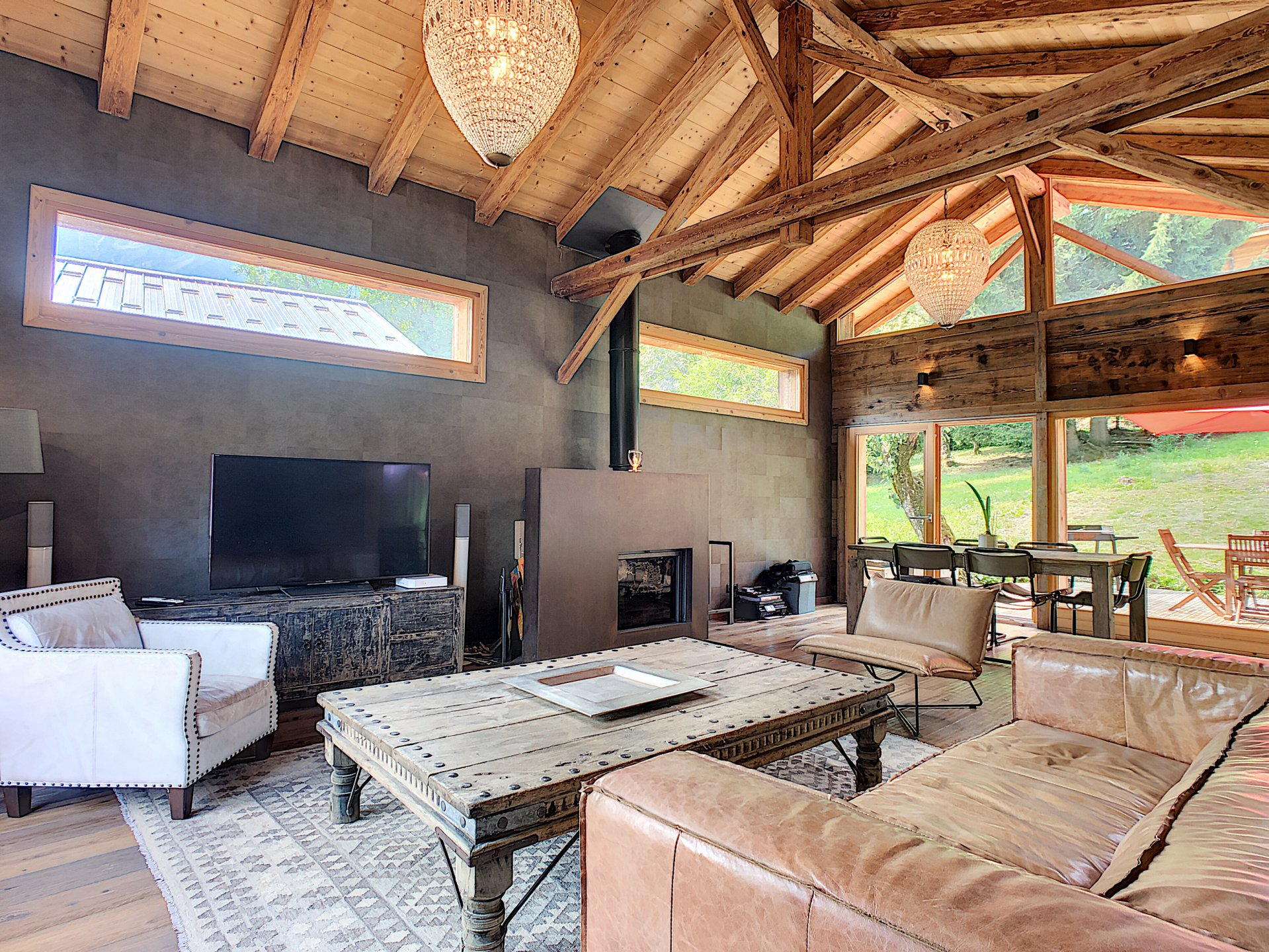 Grand salon avec accès terrasse
