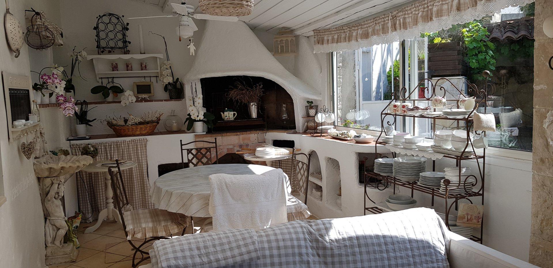 Sale House - Contes Sclos de Contes