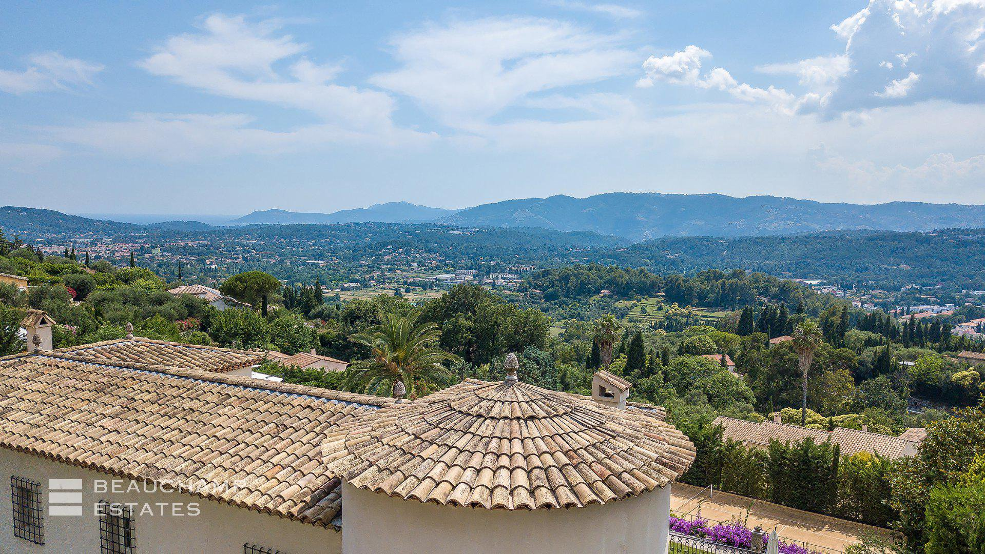 Outstanding Provençale Villa Overlooking the Hills of Grasse