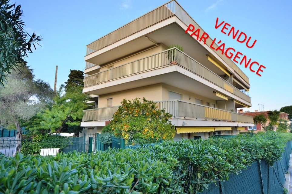 CAP D'ANTIBES - 1 BEDROOM APARTMENT - PARKING