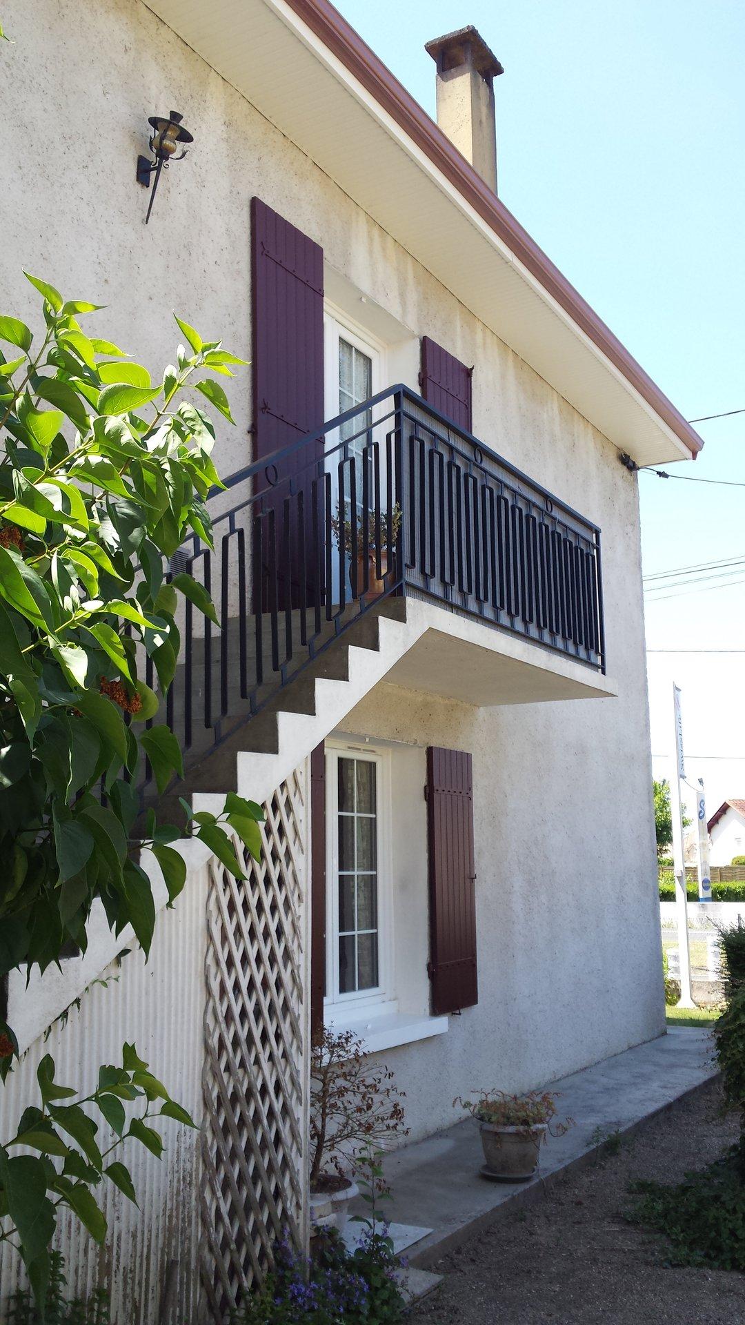 Maison cossue a étage sur jardin