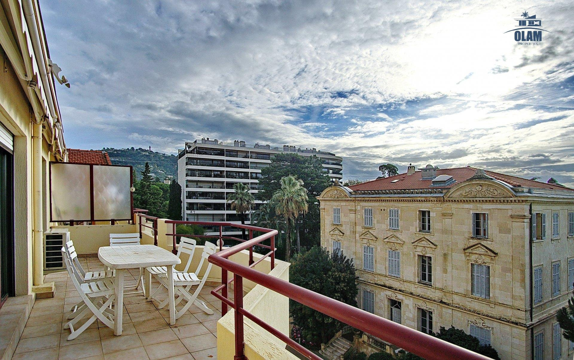 LARGE APPARTMENT 4 BEDROOMS IN CANNES WITH SWIMMING-POOL